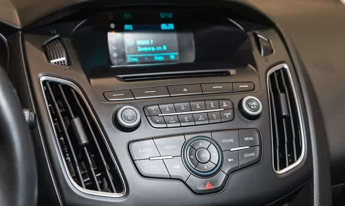 remove-a-car-stereo-without-din-tools